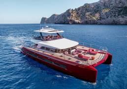 Lagoon sixty 7 catamarán rojo